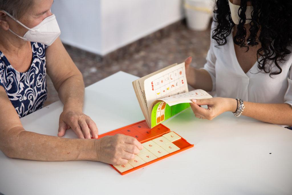 Mejorar el desarrollo cognitivo en personas con demencia