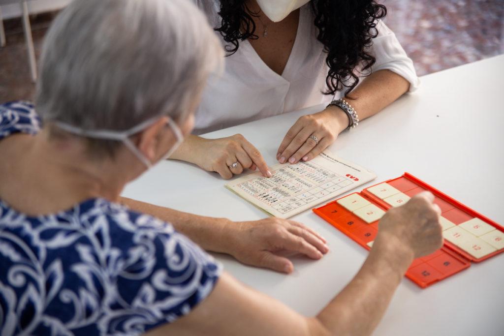 actividades estimulación cognitiva en personas con demencia